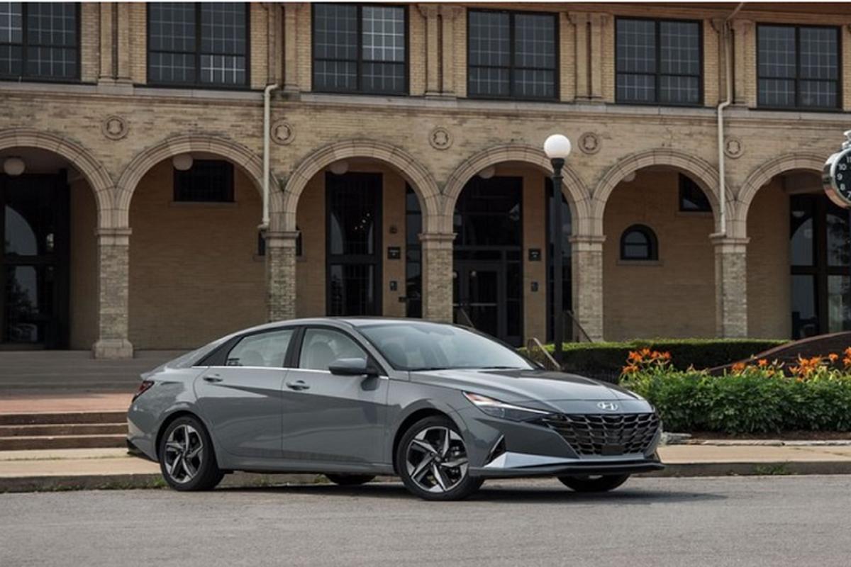Hyundai Elantra hybrid tu 565 trieu dong, co tiet kiem nhien lieu?