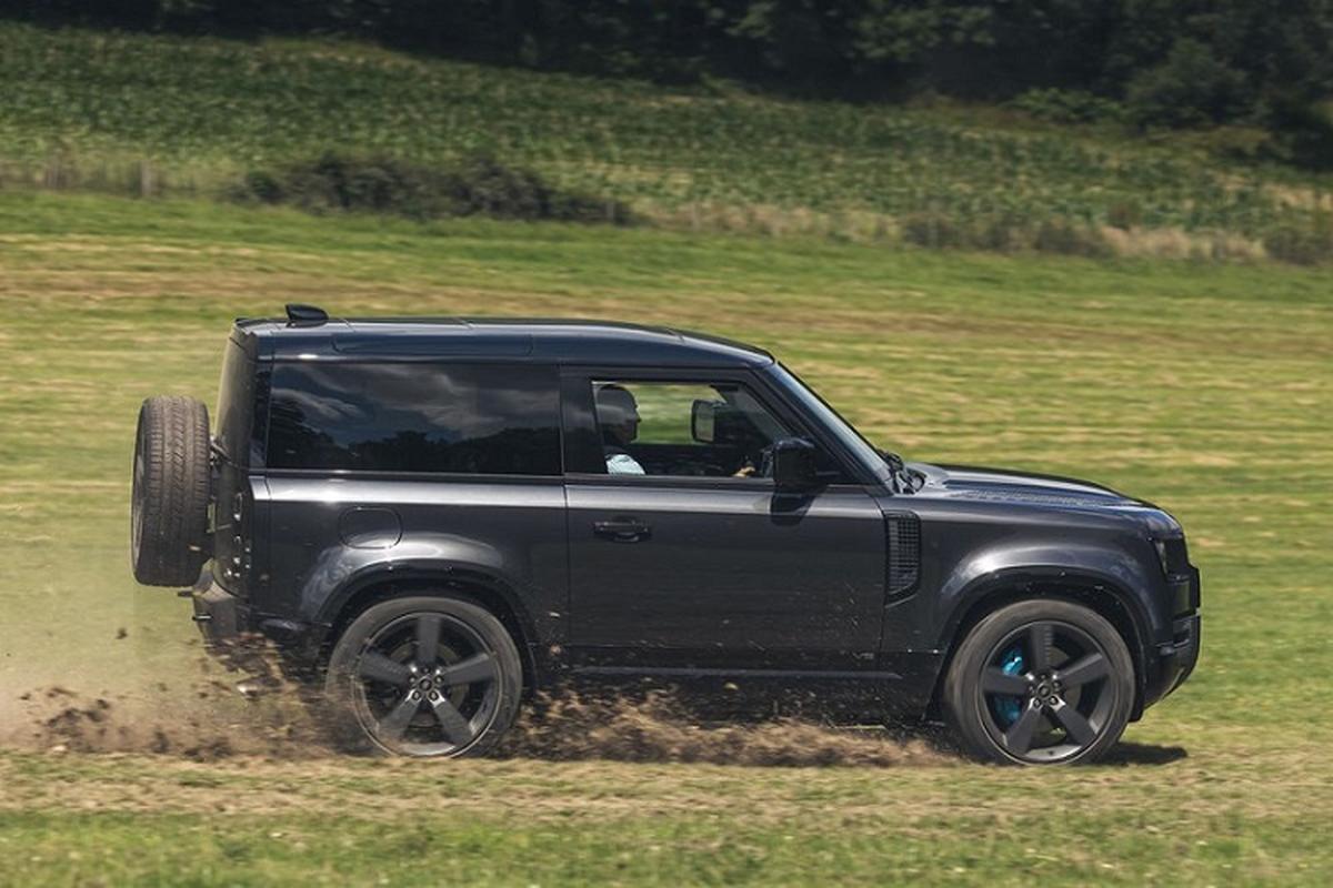 Danh gia Land Rover Defender V8 2022, tu hon 2 ty dong-Hinh-3