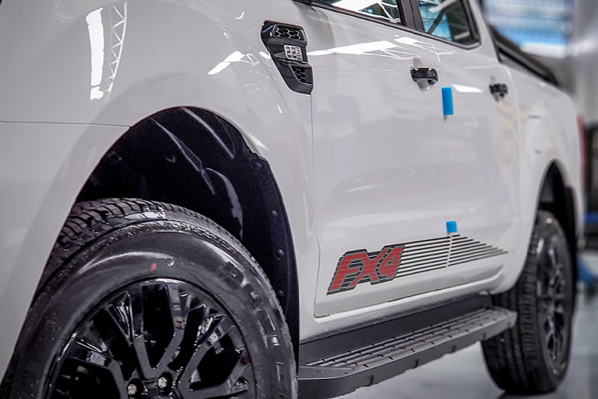 Ford Ranger FX4 toi 1 ty dong,