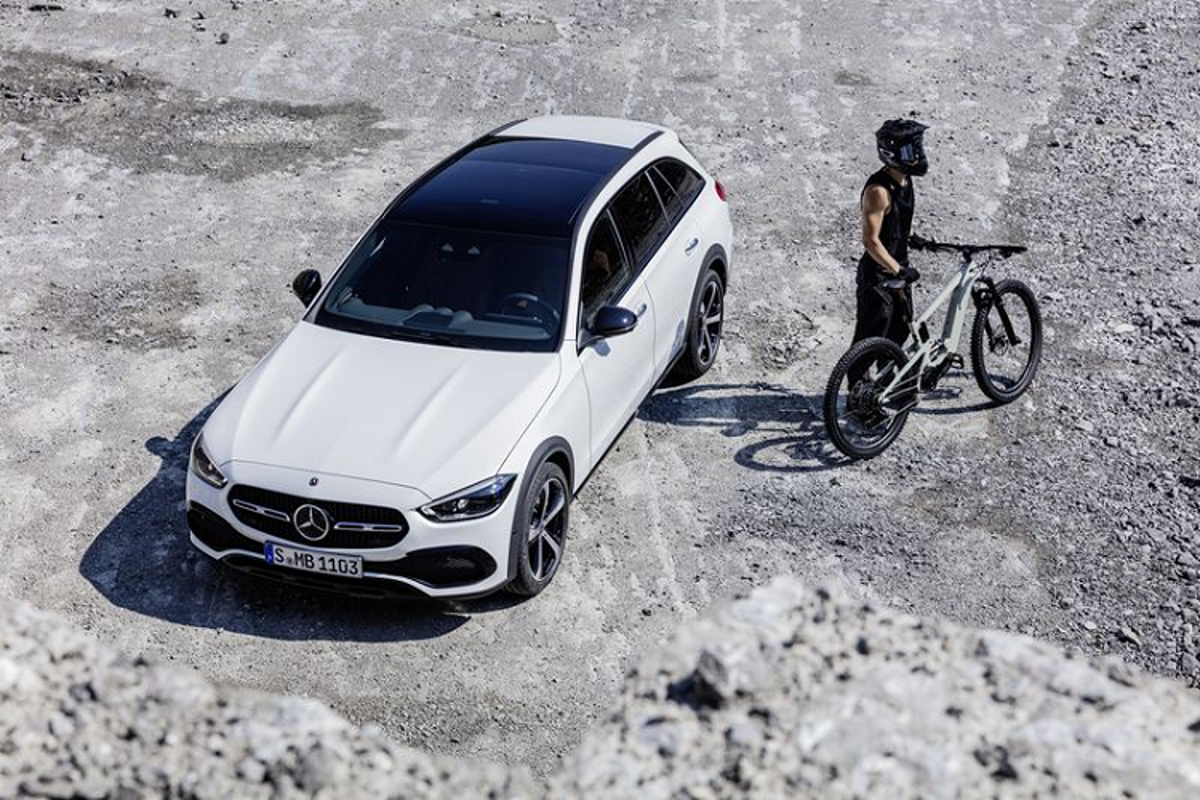 Mercedes-Benz C-Class All Terrain 2022 - xe wagon san sang off-road-Hinh-3