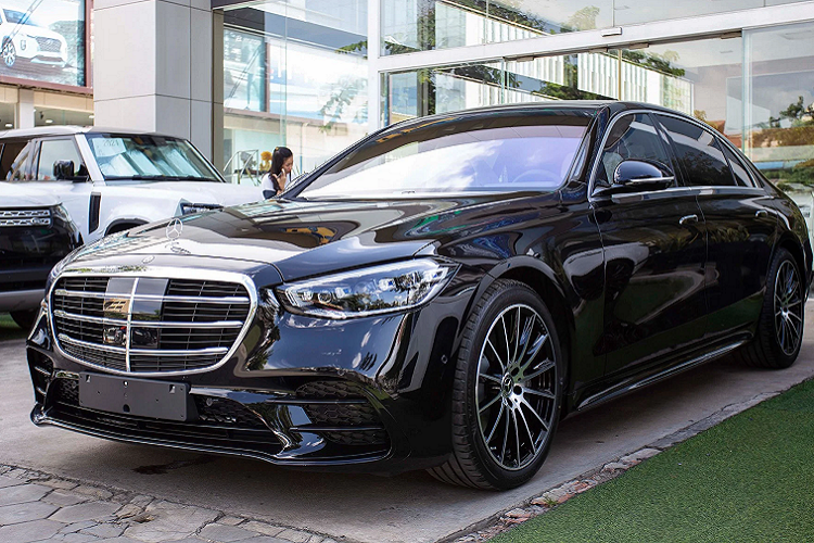 """Can canh Mercedes-Benz S500 2022 toi 7 ty dong, """"sat vach"""" Viet Nam"""