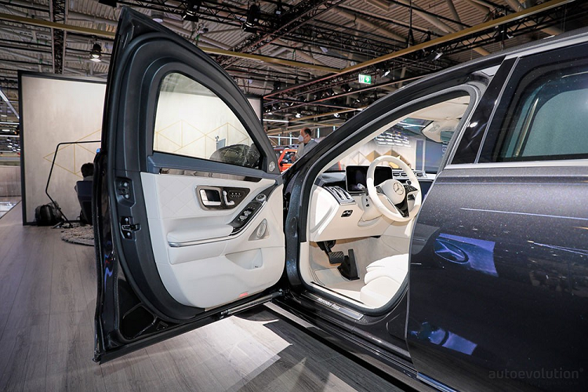 Can canh xe boc thep chong dan Mercedes-Benz S680 Guard 2022-Hinh-4