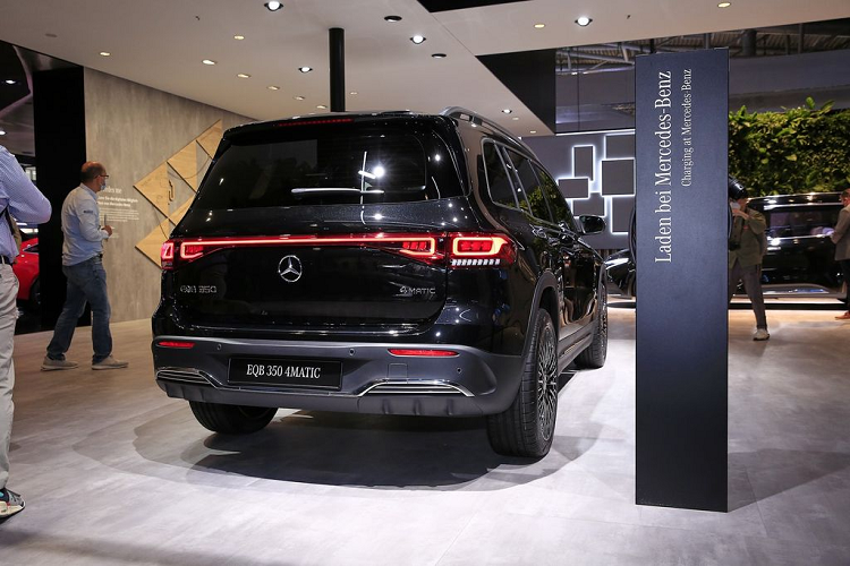 Mercedes-Benz EQE, EQB hang sang chay dien sap ban tai Viet Nam-Hinh-5