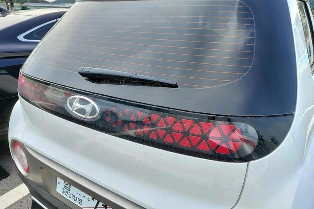 Tan thay SUV hang A sieu re - Hyundai Casper 2022 tren duong pho-Hinh-6
