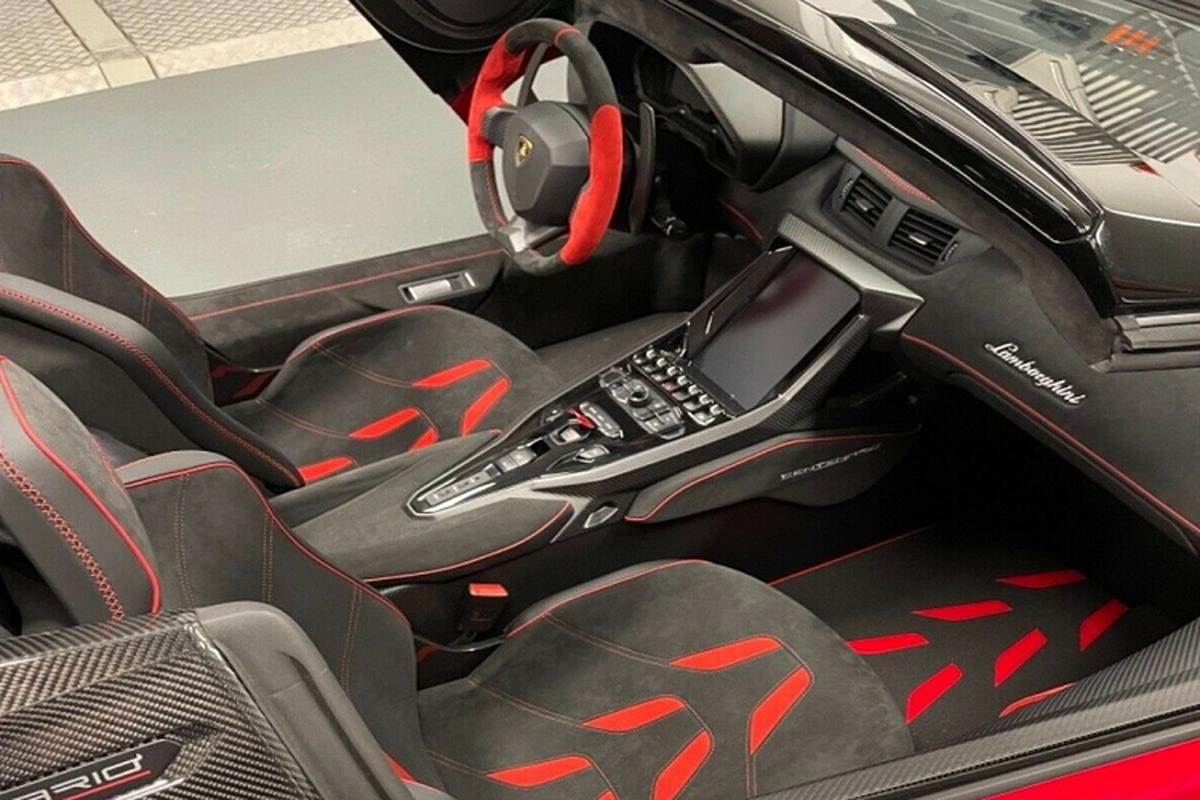 Sieu xe Lamborghini Centenario Roadster rao ban toi 126,7 ty dong-Hinh-3