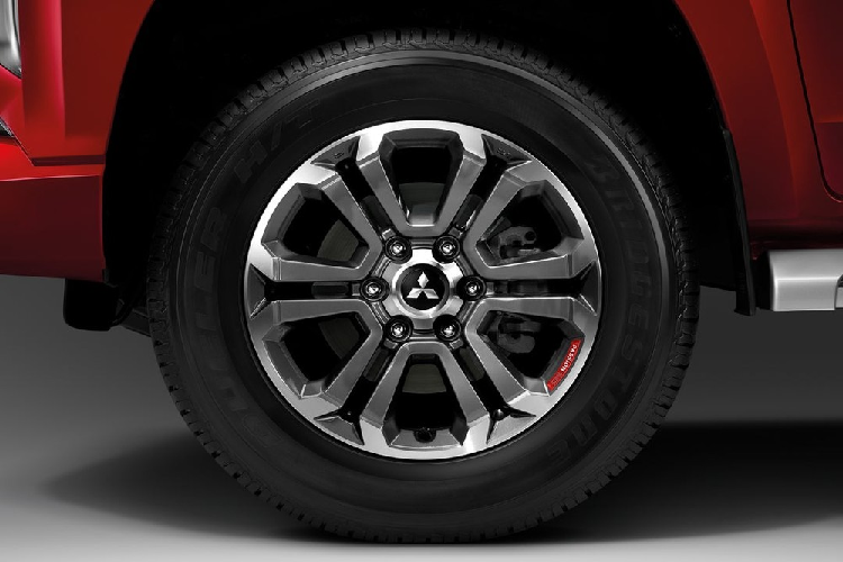 Chi tiet Mitsubishi Triton Passion Red Edition, tu 606 trieu dong-Hinh-2