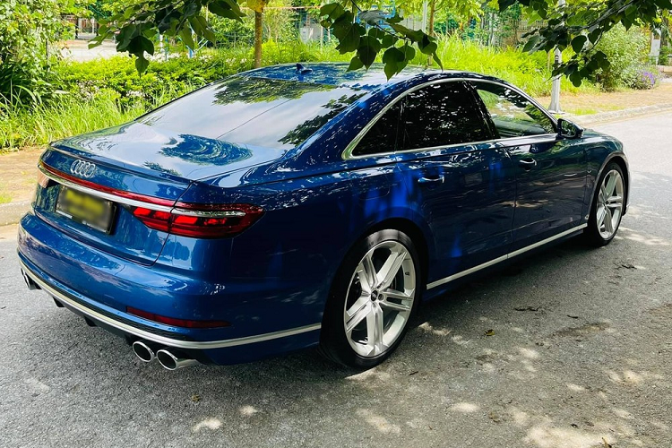 Can canh Audi S8 2021 dau tien,
