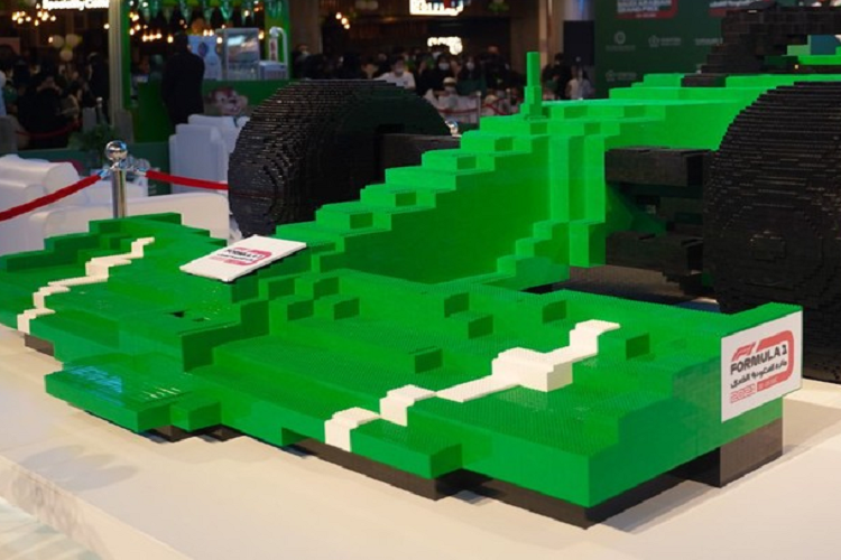 Ngam mo hinh sieu xe dua F1 bang Lego lon nhat the gioi-Hinh-2