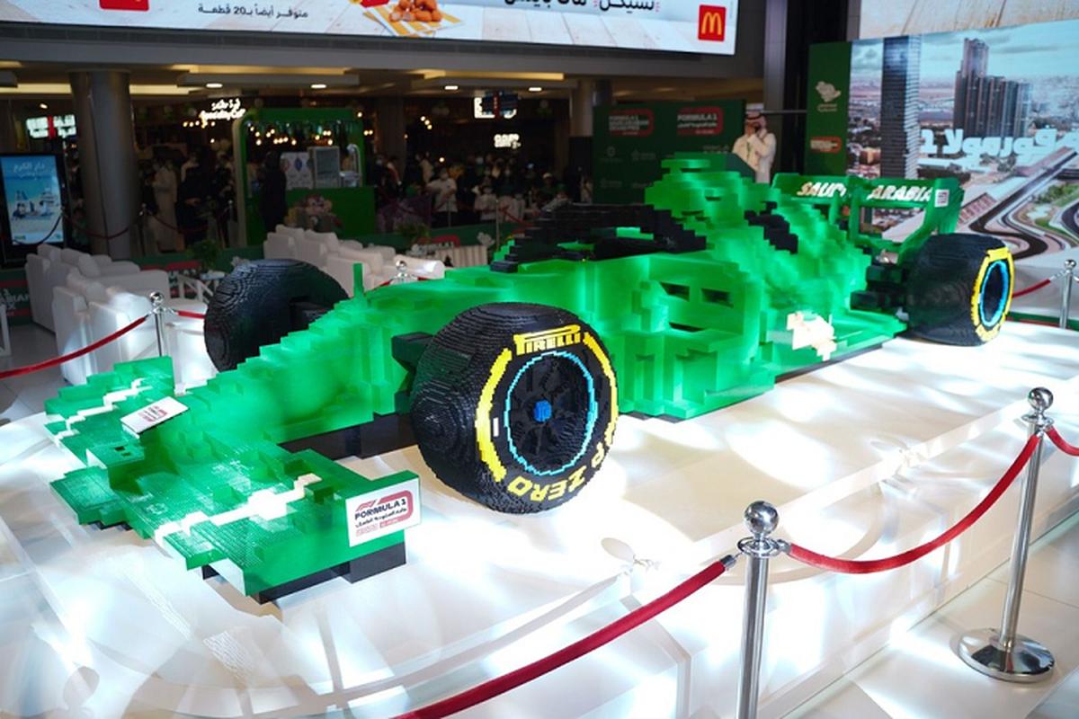 Ngam mo hinh sieu xe dua F1 bang Lego lon nhat the gioi-Hinh-3