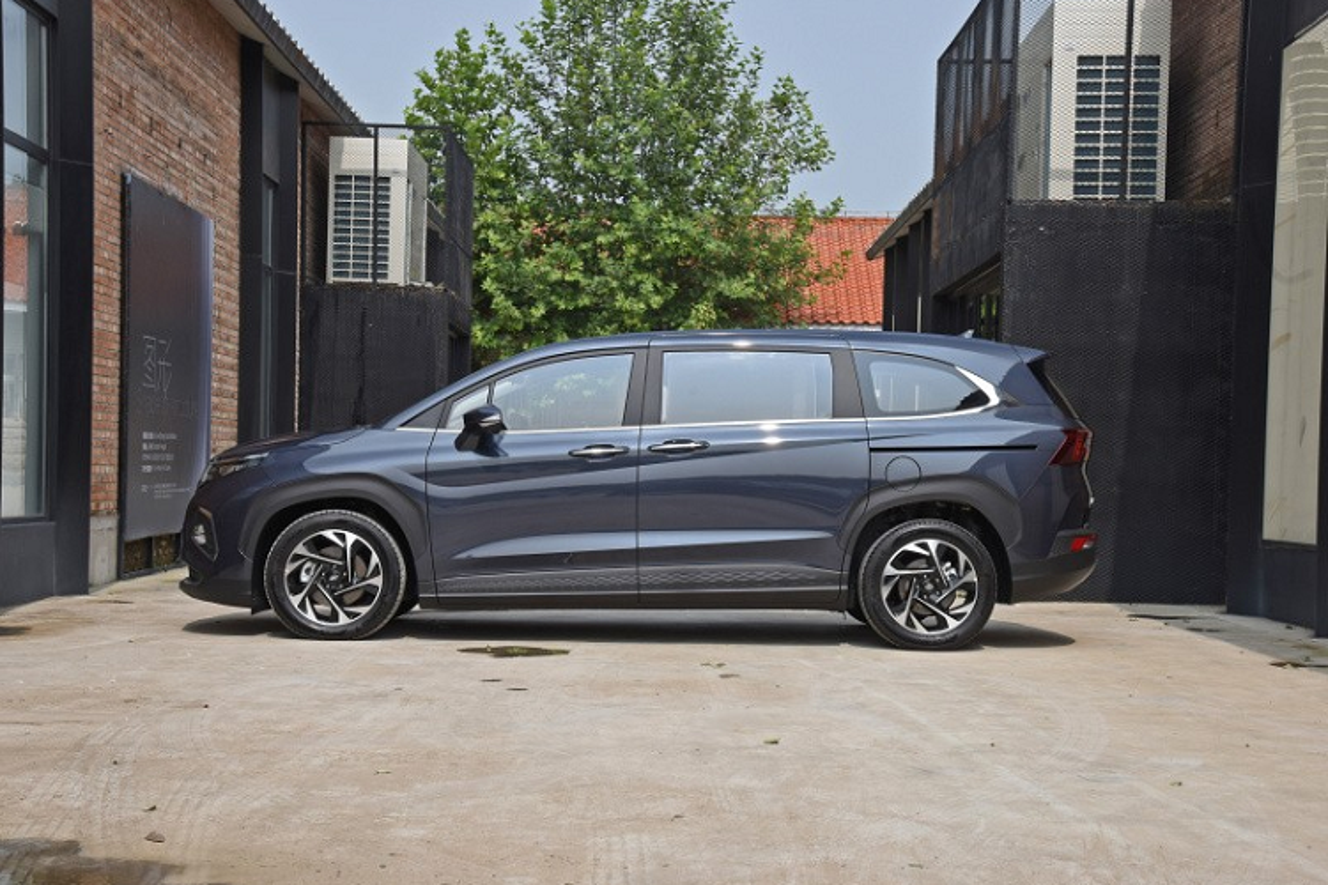 Hyundai Custo 2022 tu 594 trieu dong, re hon
