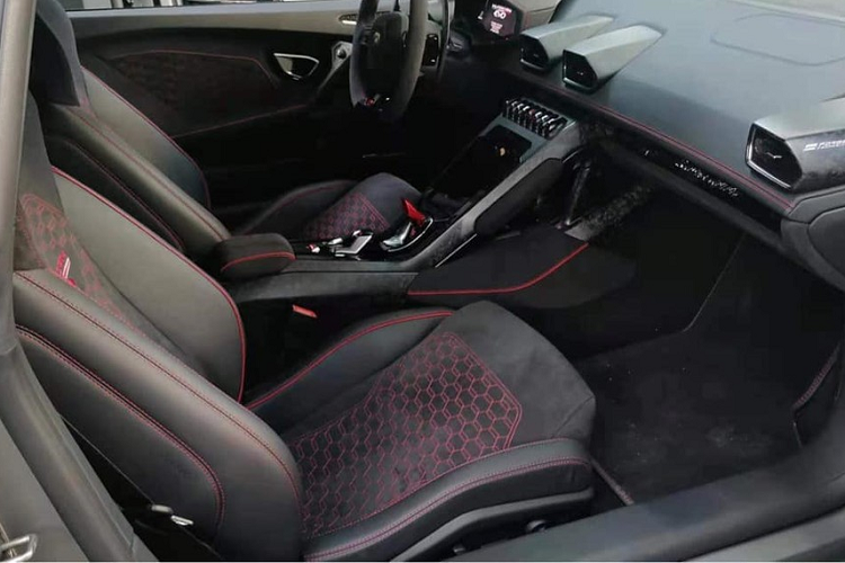 Lamborghini Huracan EVO khong duoi 15 ty tai Viet Nam lo noi that-Hinh-2