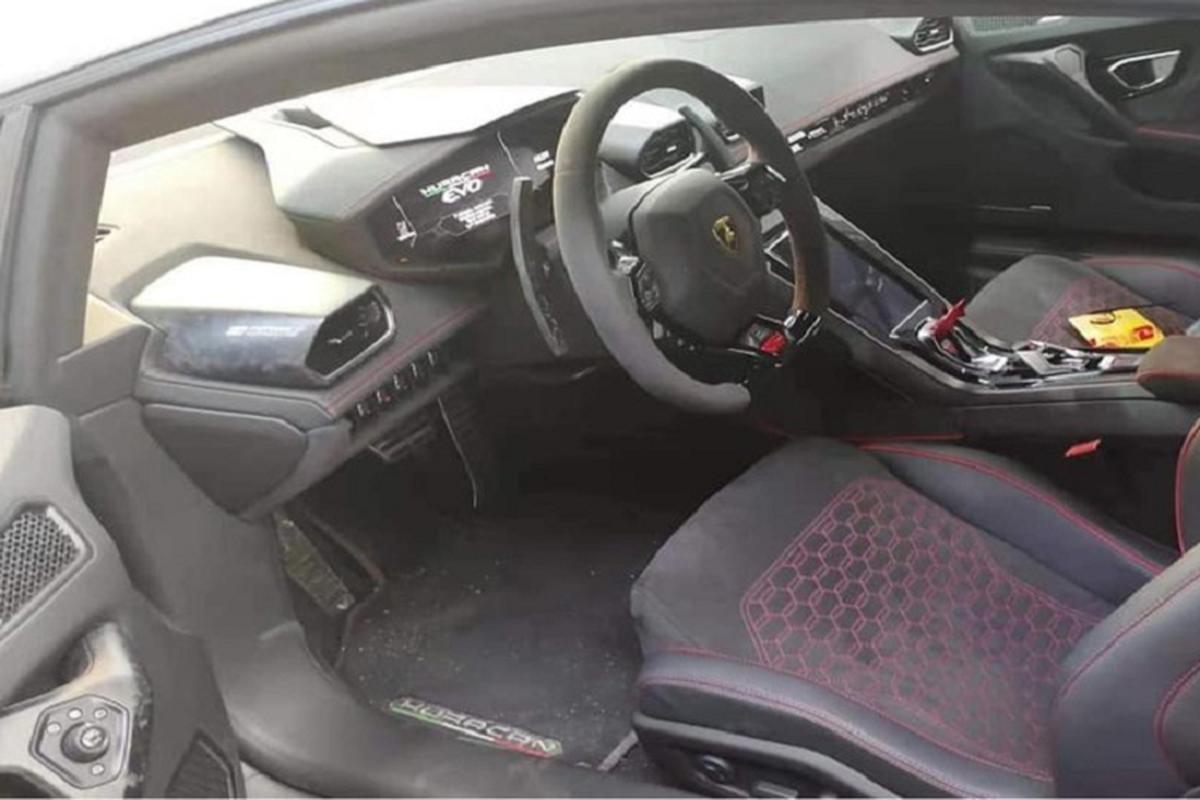 Lamborghini Huracan EVO khong duoi 15 ty tai Viet Nam lo noi that-Hinh-5