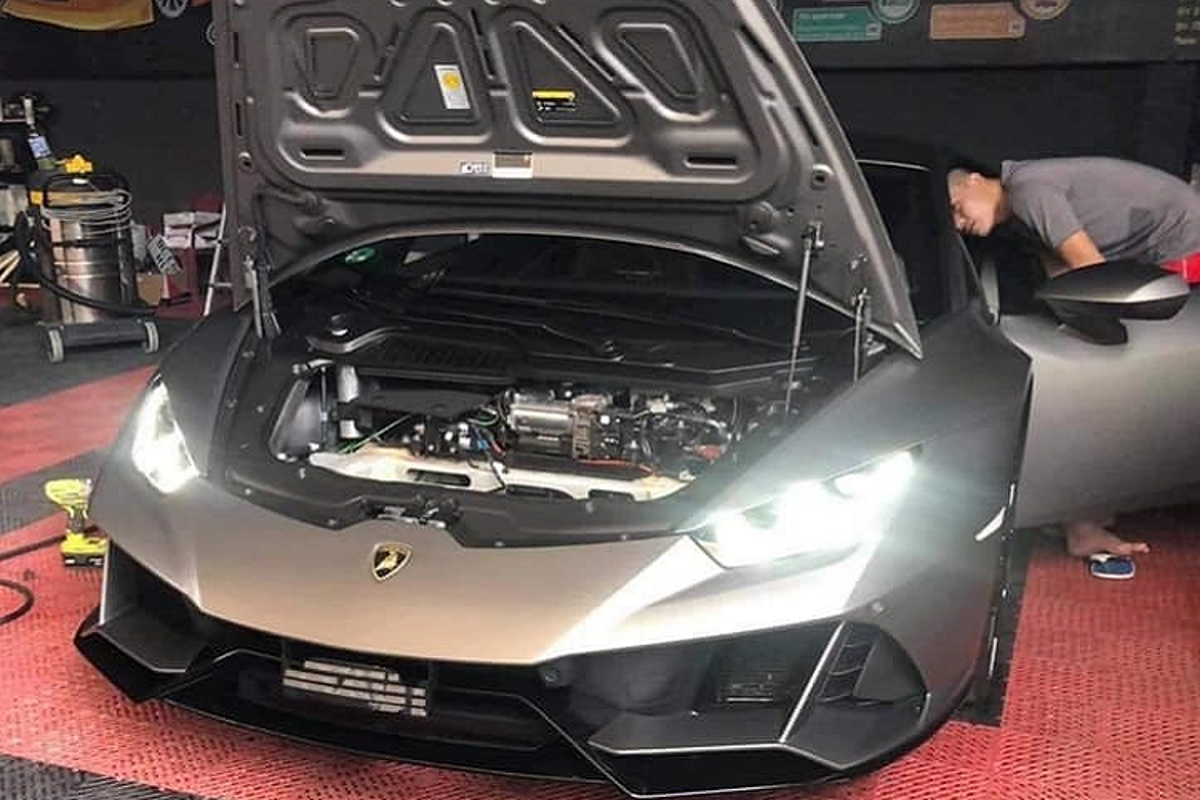 Lamborghini Huracan EVO khong duoi 15 ty tai Viet Nam lo noi that