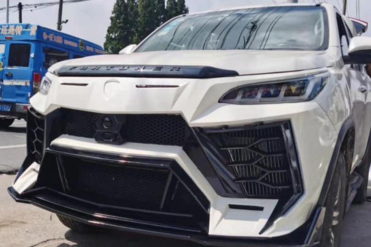 "Toyota Fortuner gia re ""nhai"" sieu SUV Lamborghini Urus nhu xin"