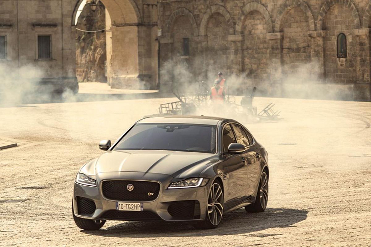"Jaguar XF lan dau ket hop voi diep vien 007 trong ""No Time To Die'""-Hinh-4"