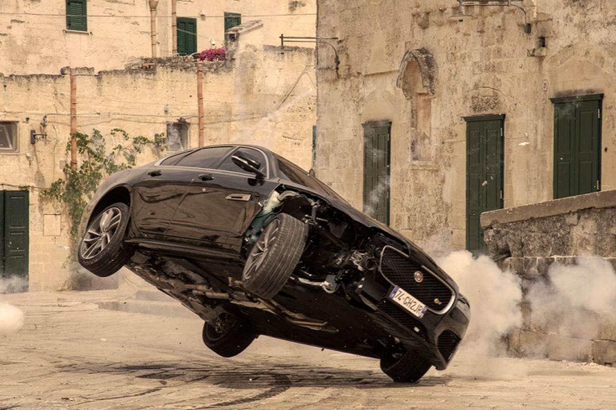 "Jaguar XF lan dau ket hop voi diep vien 007 trong ""No Time To Die'""-Hinh-8"