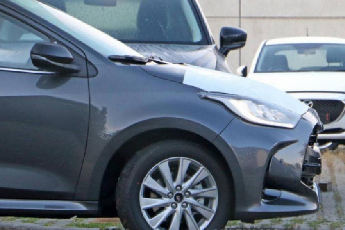 Mazda2 2023 bat ngo