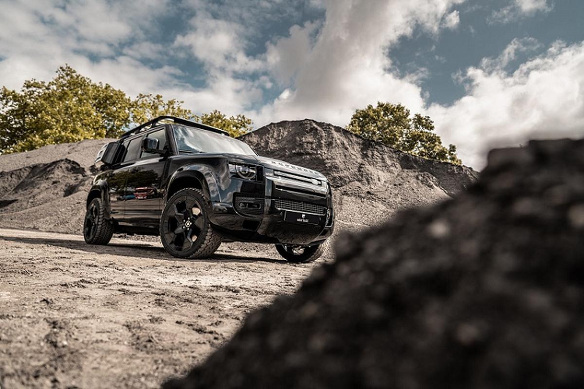 """Ngam Land Rover Defender """"khoac ao"""