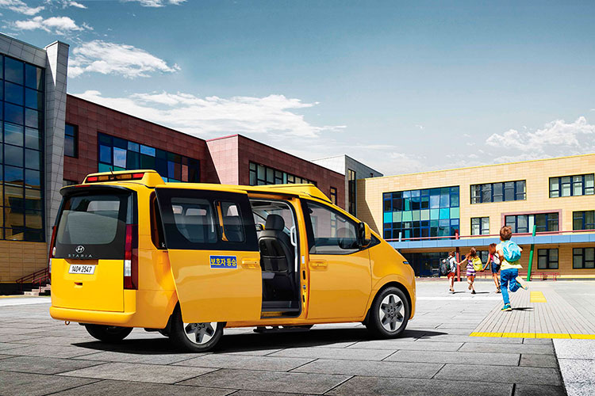 Hyundai Staria Kinder 2022 - xe buyt truong hoc tu 661 trieu dong-Hinh-2