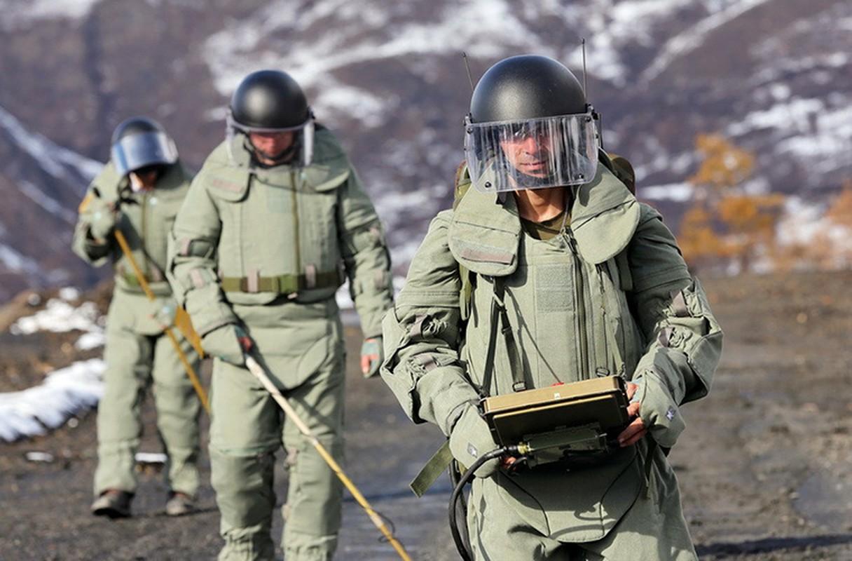 Ngam suong mat trang bi ra pha bom cua linh Cong binh Nga-Hinh-10