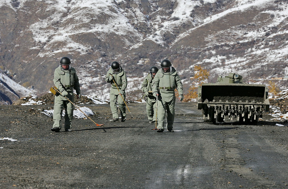 Ngam suong mat trang bi ra pha bom cua linh Cong binh Nga-Hinh-11