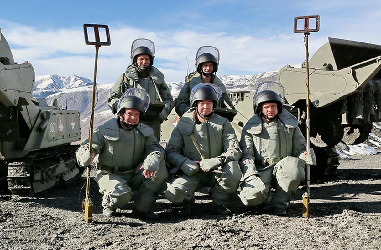 Ngam suong mat trang bi ra pha bom cua linh Cong binh Nga-Hinh-12