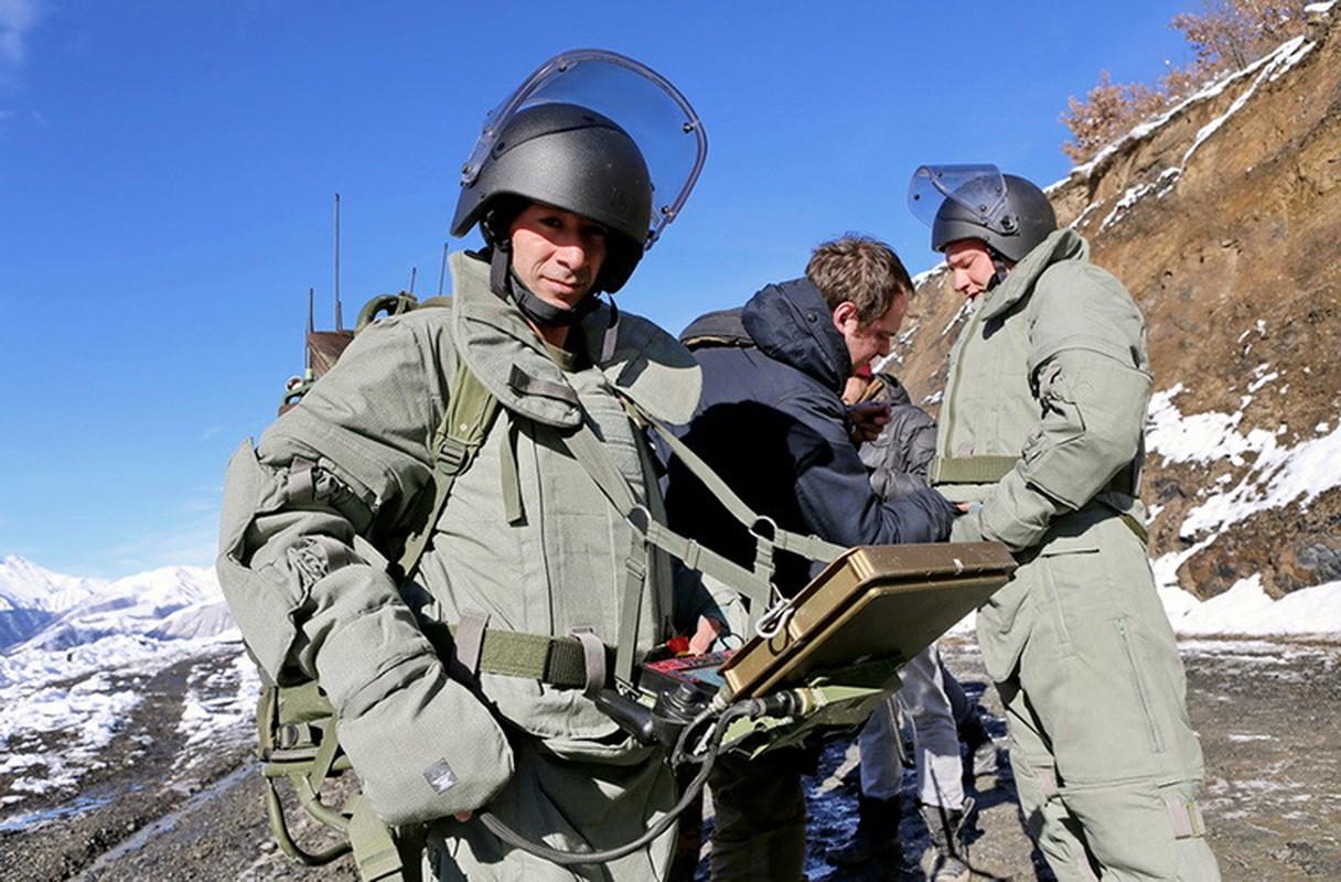 Ngam suong mat trang bi ra pha bom cua linh Cong binh Nga-Hinh-9