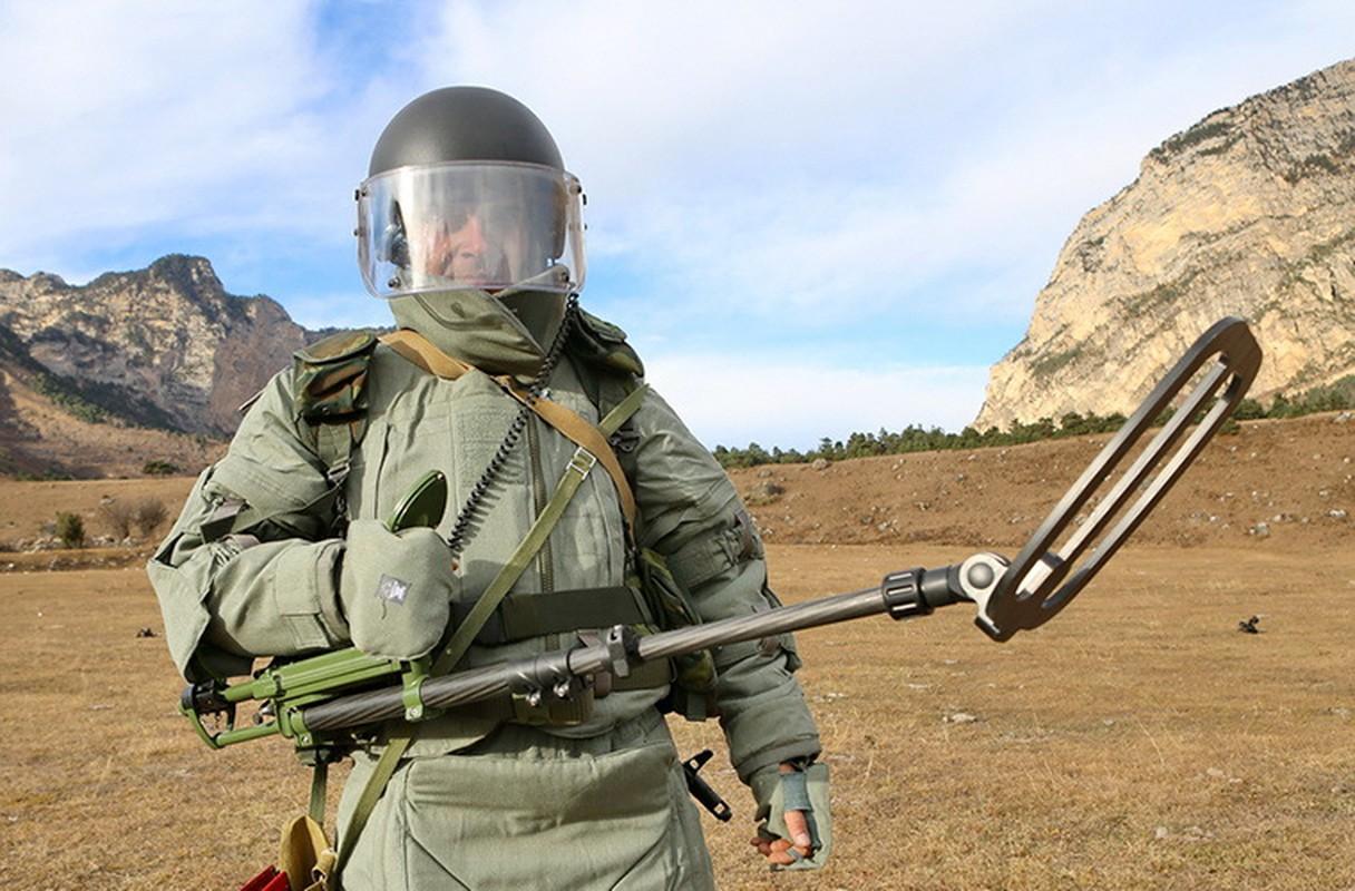 Ngam suong mat trang bi ra pha bom cua linh Cong binh Nga