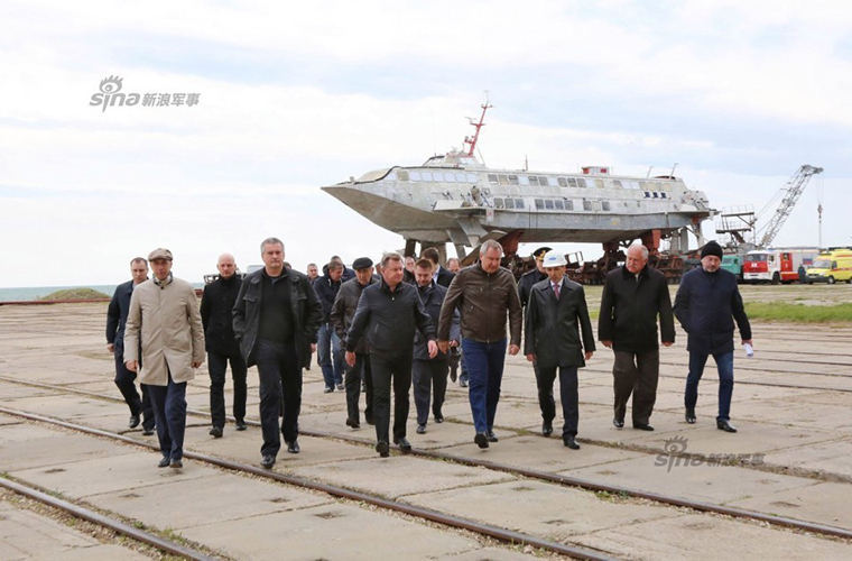Kham pha noi dong sieu tau do bo Zubr o Crimea