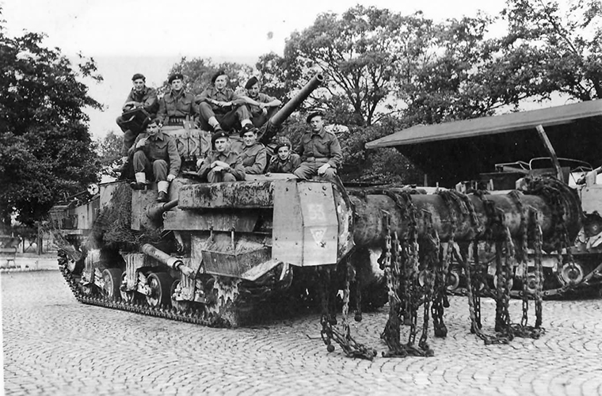 Loat thiet ke xe tang khong tuong giup Dong Minh mo man D-Day-Hinh-11