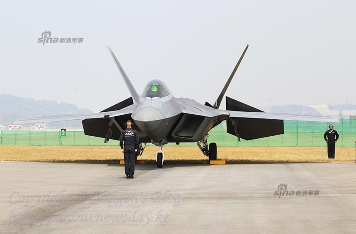 Kinh ngac ke thu tan cong sieu co F-22 ngay tai can cu-Hinh-10