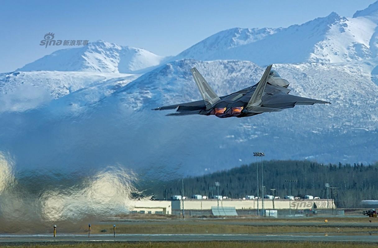 Kinh ngac ke thu tan cong sieu co F-22 ngay tai can cu-Hinh-11