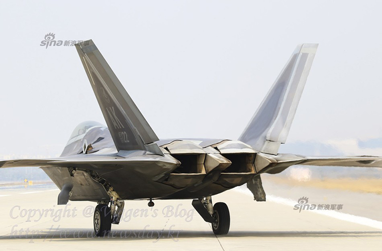 Kinh ngac ke thu tan cong sieu co F-22 ngay tai can cu-Hinh-9