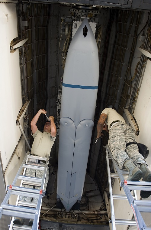 May bay B-52H co them ten lua JASSM, Nga