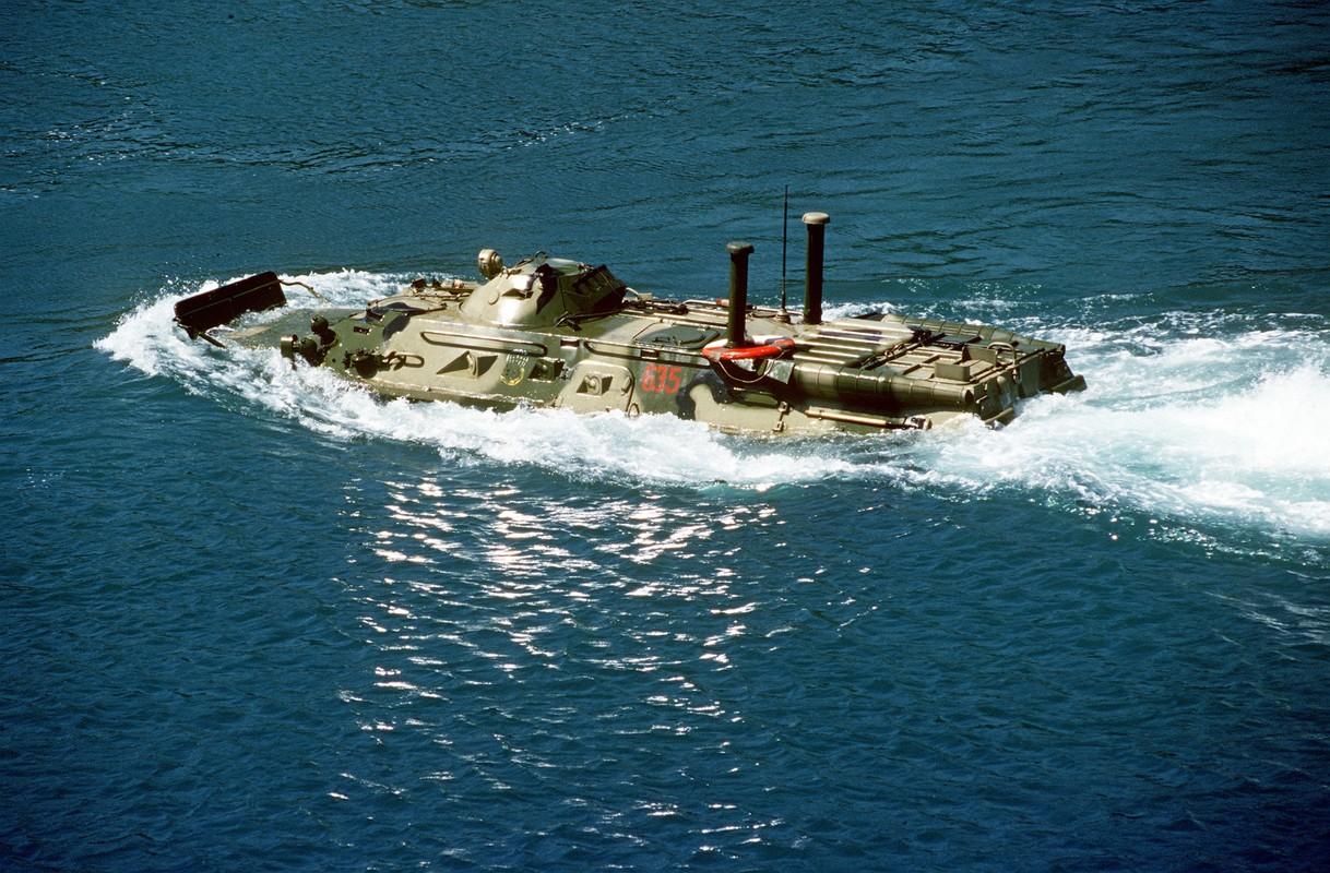 Hoang hon suc manh xe boc thep BTR-82 Nga lap phao 57mm-Hinh-2