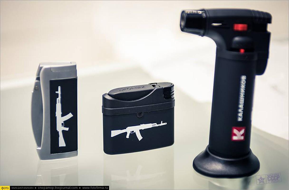 Ghe gian hang ban sung AK cho khach du lich o Nga-Hinh-4