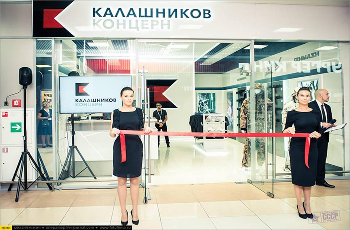 Ghe gian hang ban sung AK cho khach du lich o Nga