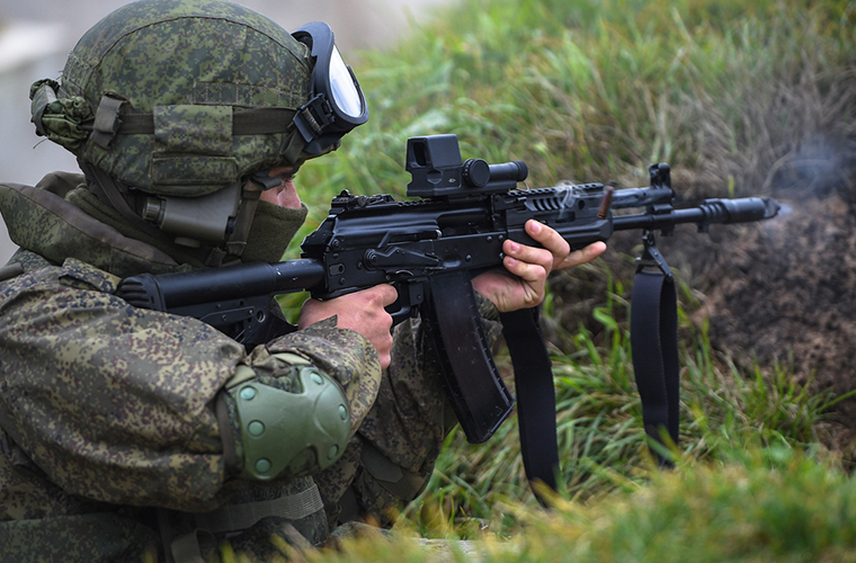 Sung truong AK-12 va A-545: Ai se duoc Quan doi Nga chon?-Hinh-7