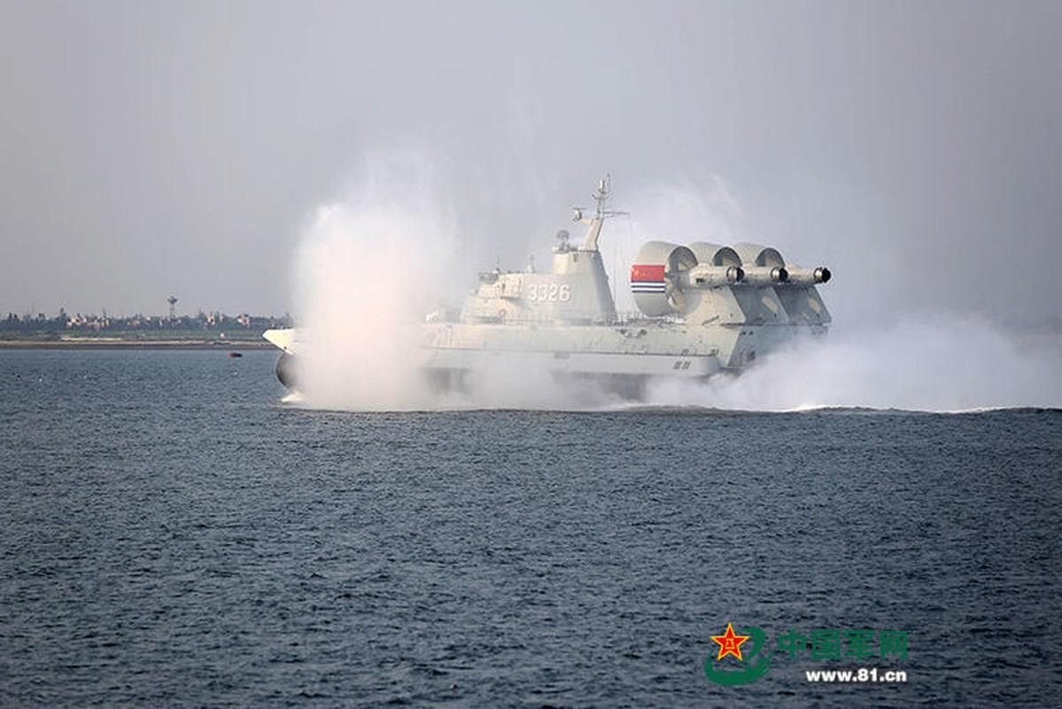 Anh: Tau do bo Trung Quoc tap tran lon tai Bien Dong-Hinh-3