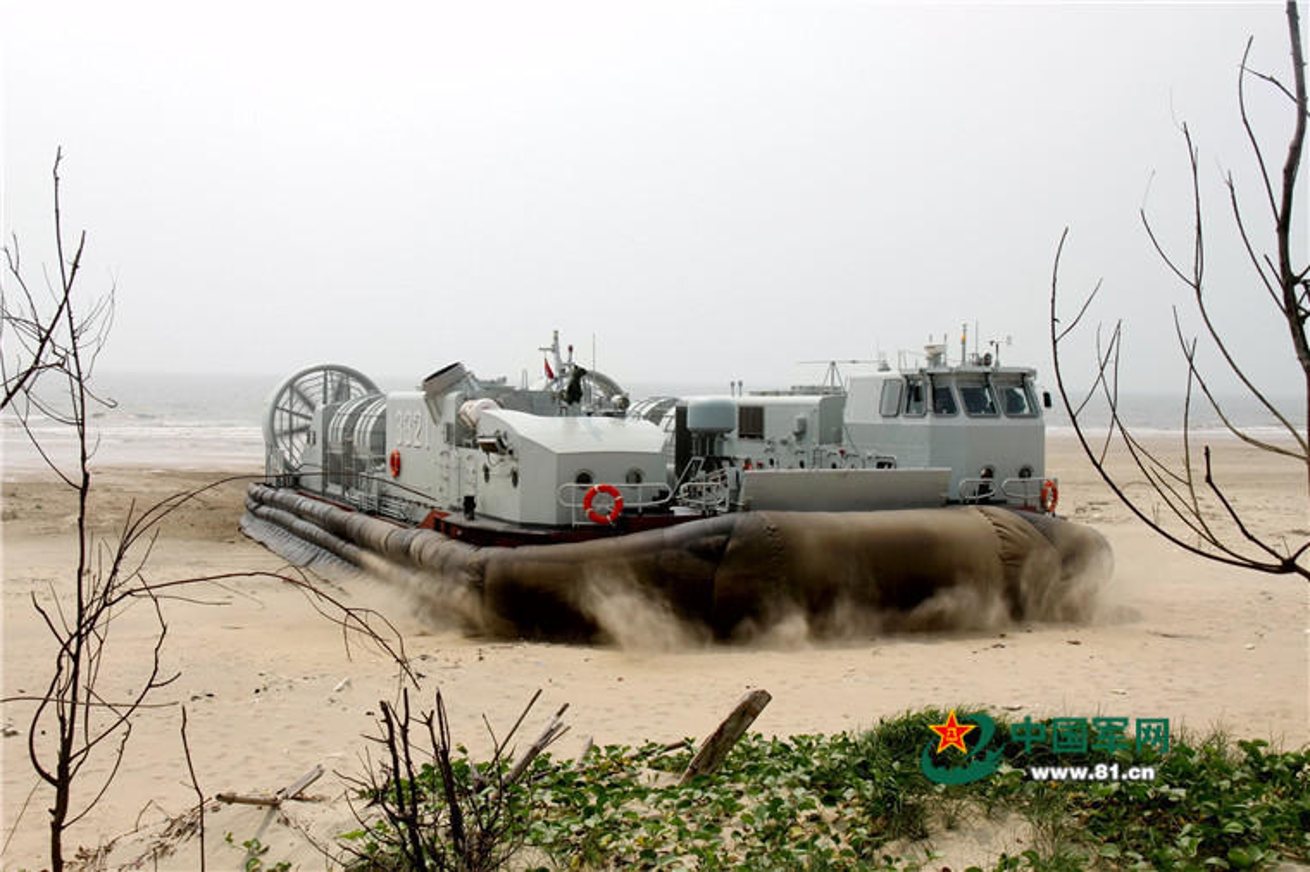 Anh: Tau do bo Trung Quoc tap tran lon tai Bien Dong-Hinh-4