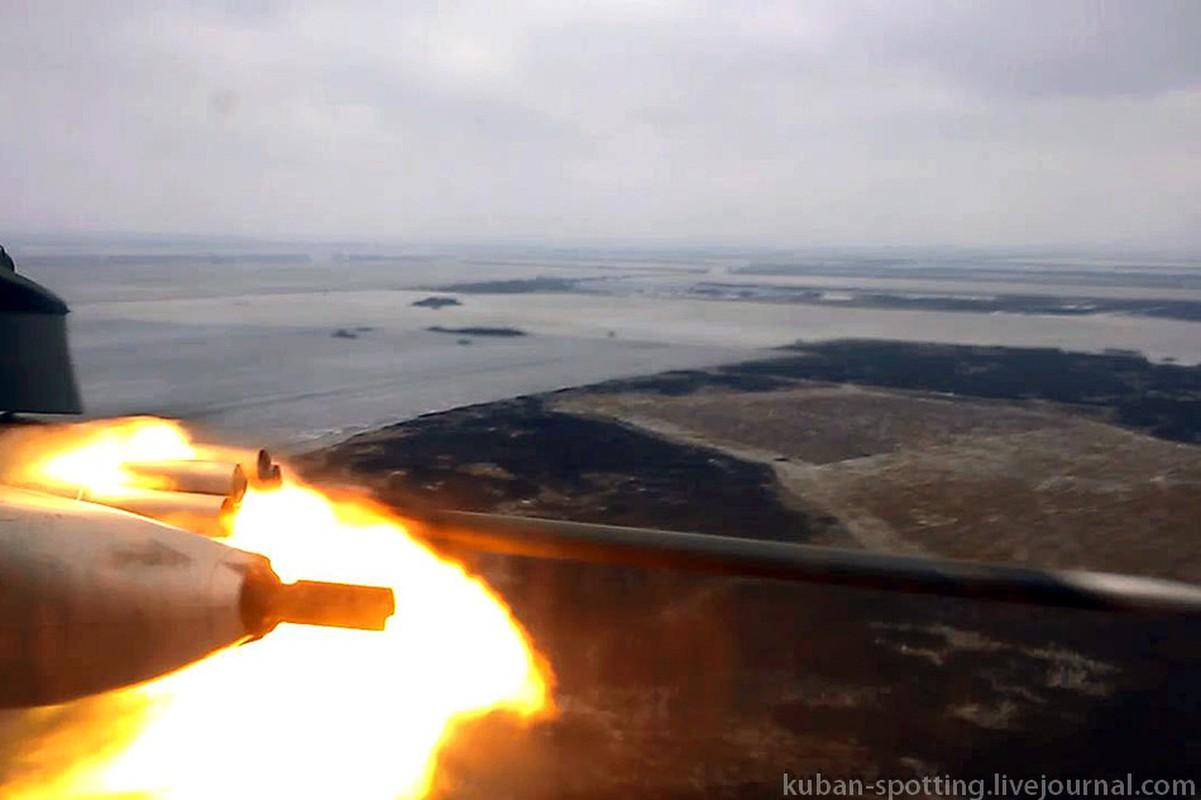 Dang so canh truc thang Nga phun mua dan phao, rocket-Hinh-8