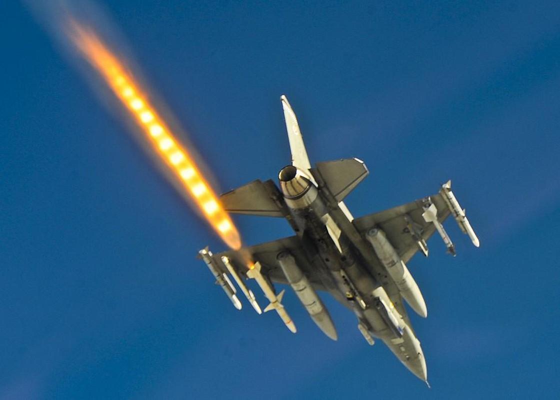 Ngo ngang dien mao sieu tiem kich F-21 My dang rao ban-Hinh-10
