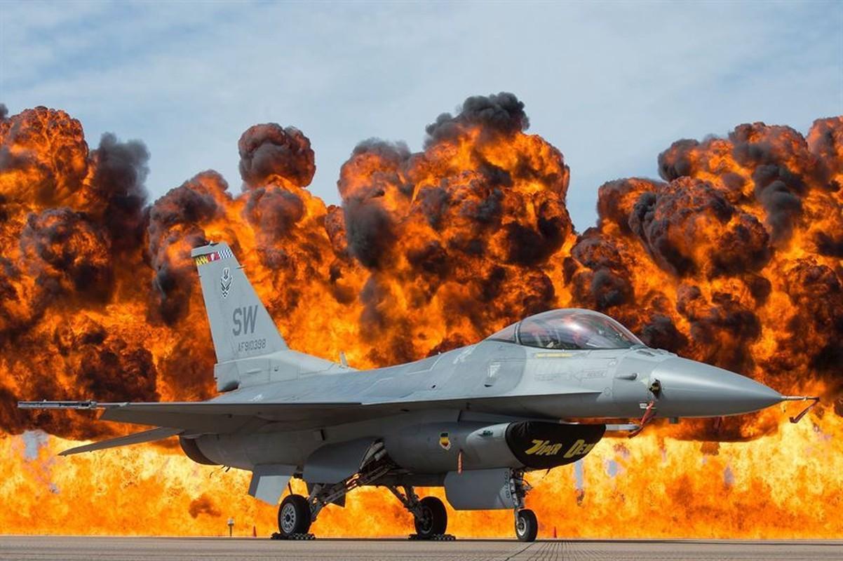 Ngo ngang dien mao sieu tiem kich F-21 My dang rao ban