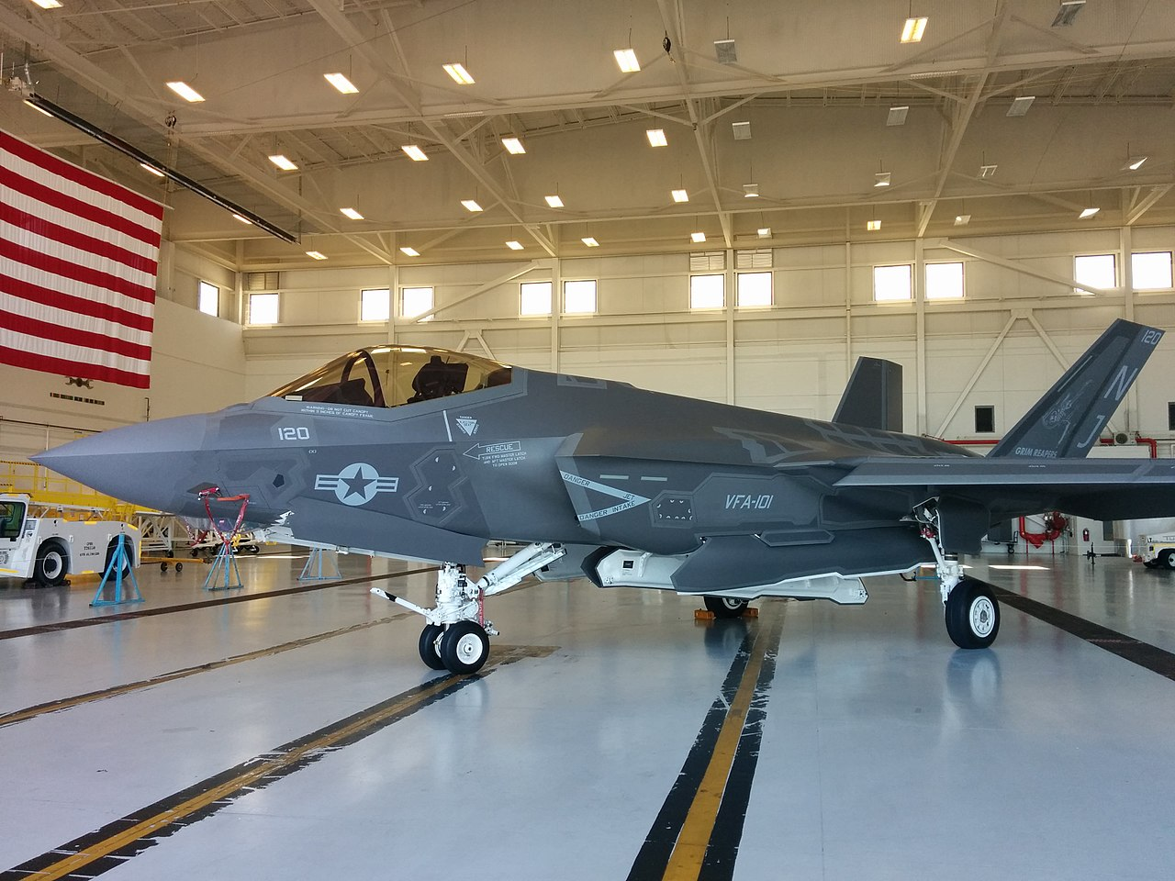 Hai quan My quyet noi khong voi F-35C, mua moi 78 F/A-18-Hinh-3