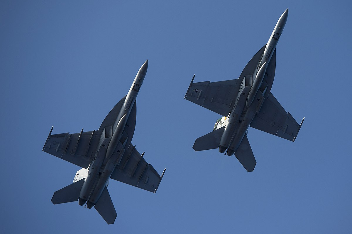 Hai quan My quyet noi khong voi F-35C, mua moi 78 F/A-18-Hinh-4