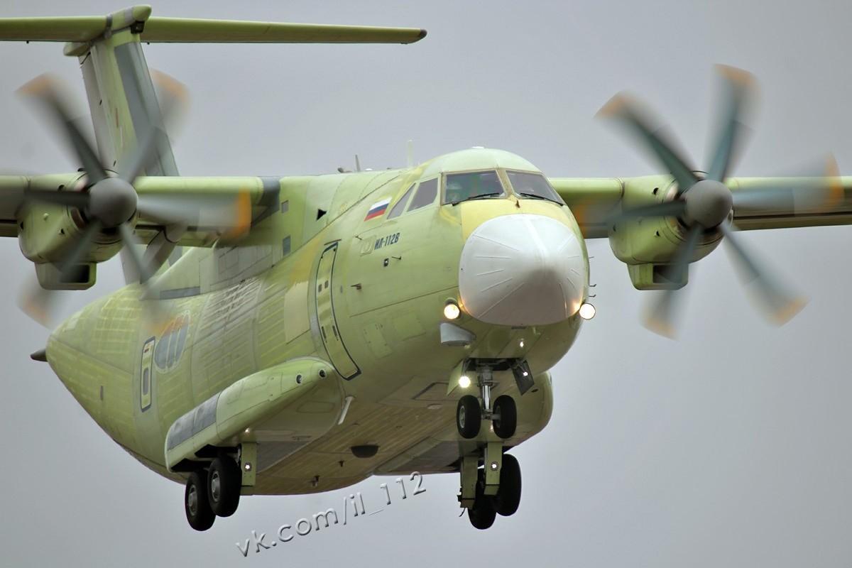Can canh chuyen bay dau tien cua may bay Il-112V Nga-Hinh-3