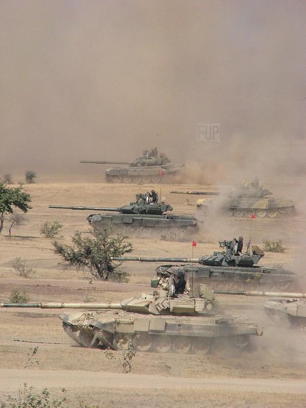 Hiem hoi: Quan doi Singapore duoc tap tran voi sieu tang T-90S-Hinh-5