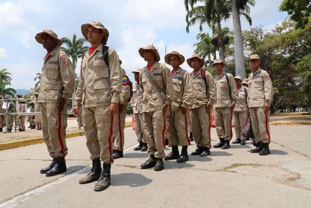 Hoanh trang dao quan nua trieu nguoi Venezuela dieu binh-Hinh-11