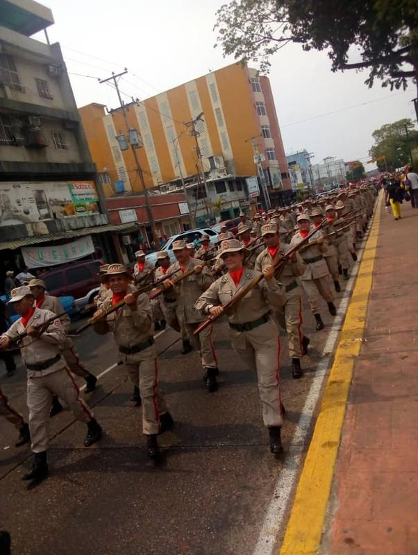 Hoanh trang dao quan nua trieu nguoi Venezuela dieu binh-Hinh-12