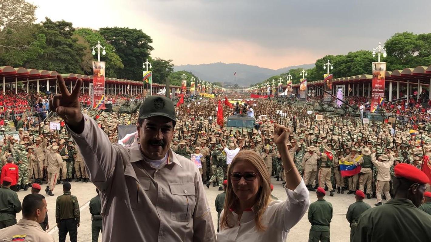 Hoanh trang dao quan nua trieu nguoi Venezuela dieu binh-Hinh-2